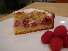 Almond and raspberry cake